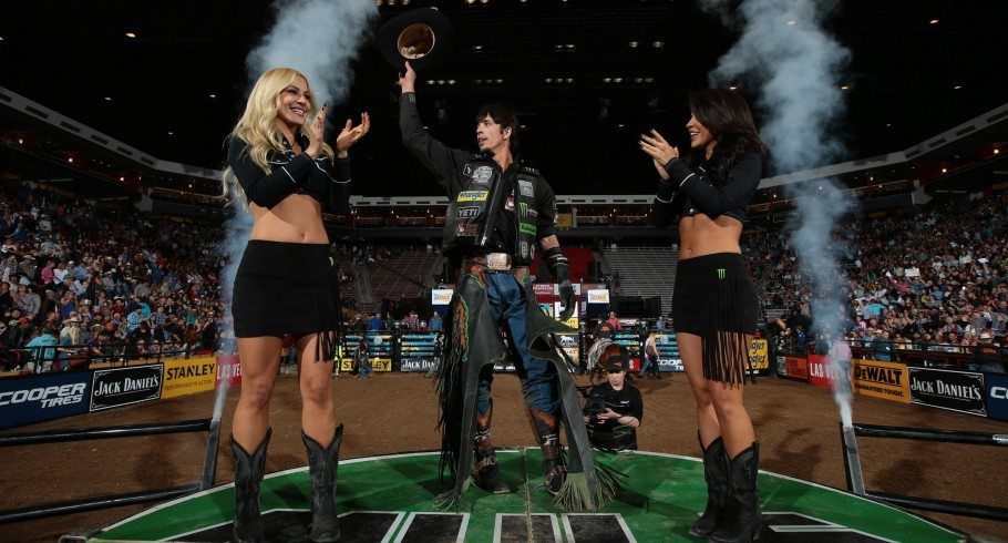 JB Mauney wins the second round of the Albuquerque Built Ford Tough Series PBR