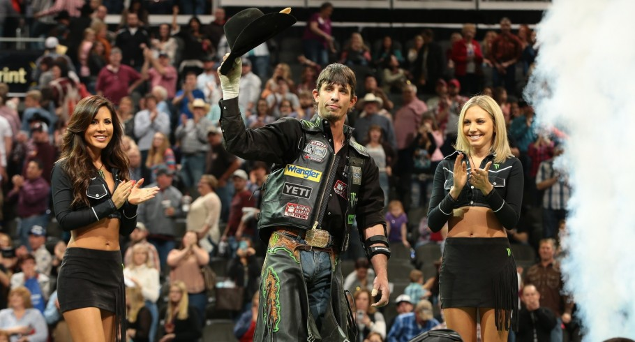 JB Mauney competes in the 2016 PBR season.