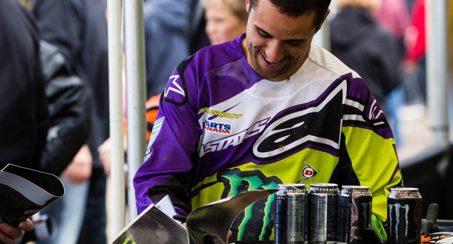 Mike Alessi giving autographs at round 3 in Calgary.