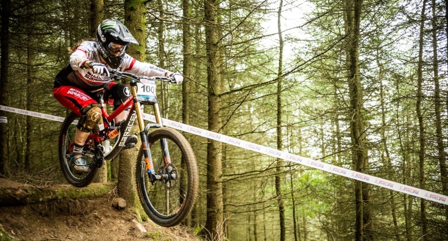 Manon Carpenter at round 5 of the 2016 British Downhill Series in Powys.