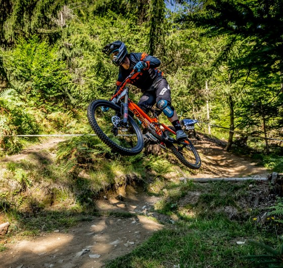 Diverse Downhill Contest 2016 Rd2 in Wisla - on course downhill action