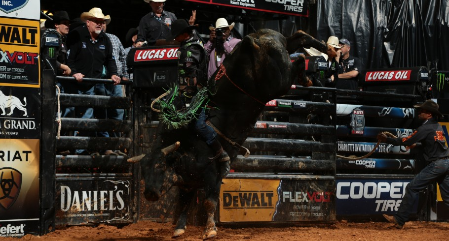 JB Mauney rides at the 2016 PBR event in Charlotte, NC