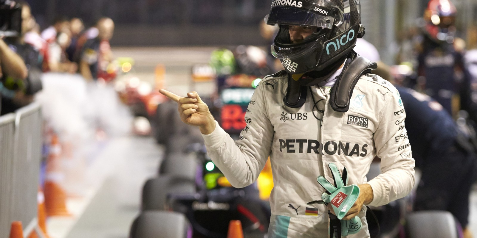 Qualifying images from the 2016 Singapore Grand Prix