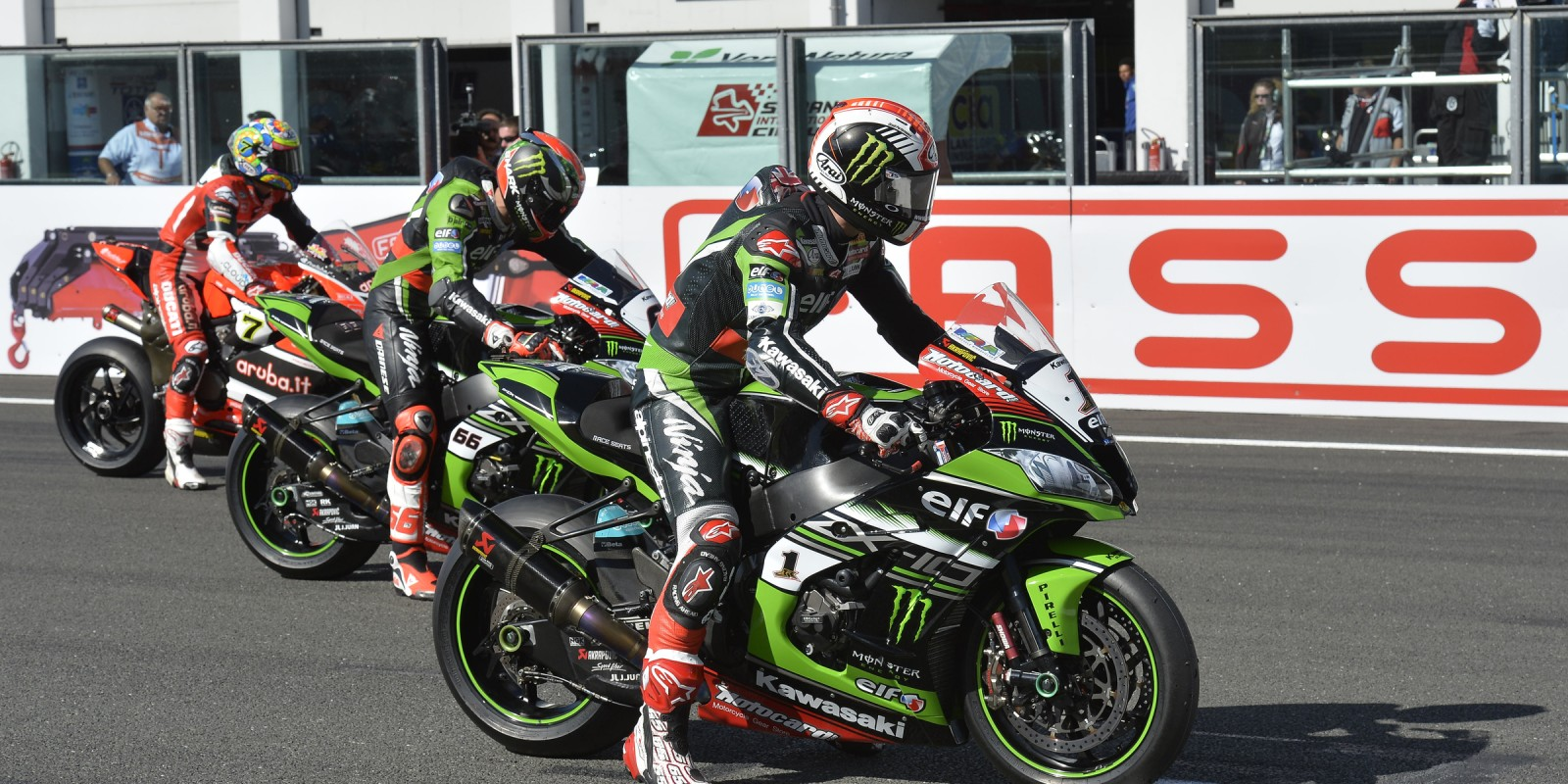 Jonathan Rea at the 2016 World Superbike Fassi French round