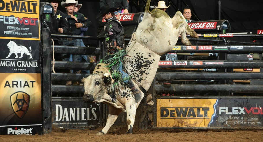 JB Mauney rides Humpz and Hornz/Sis & Stan Bucking Bulls's Blowing Smoke for 86 during the first round of the San Jose Built Ford Tough series PBR