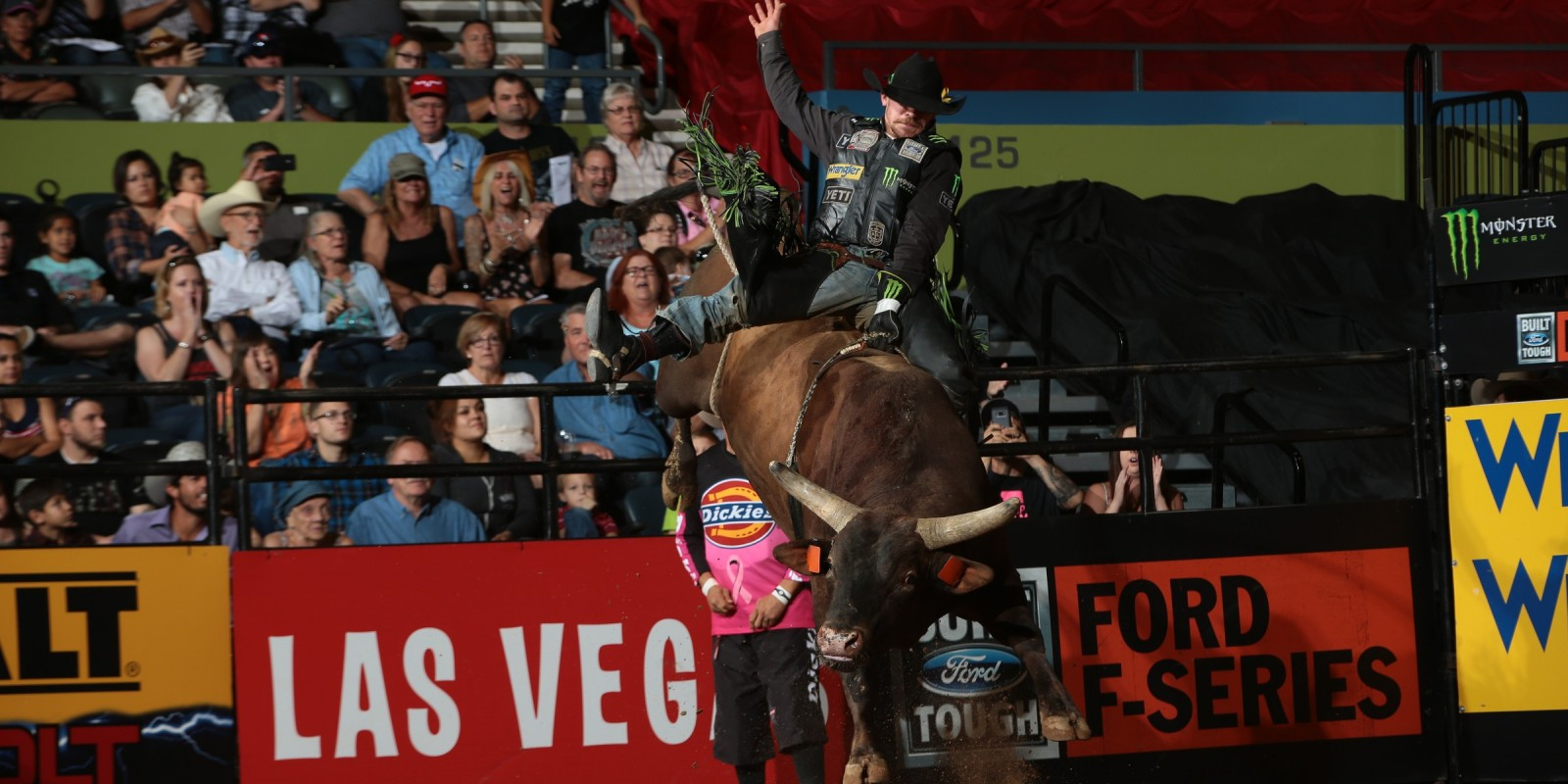 Chase Outlaw rides Dakota Rodeo/Chad Berger/Clay Struve's Chantilly Lace for 89.25 during the championship round of the Tucson Built Ford Tough series PBR