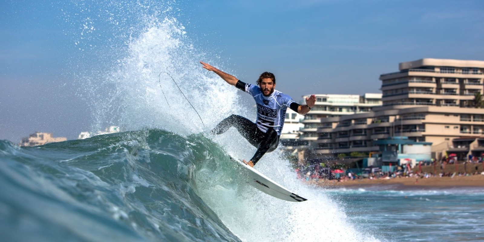 Frederico Morais smashing his way through qualifying with a win in his heat.