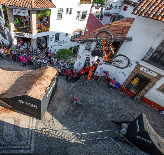 Urban Race - Downhill Taxco in Mexico celebrated on November 5-6 in Taxco Mexico.