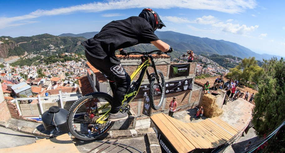 Urban Race - Downhill Taxco in Mexico celebrated on November 5-6 in Taxco Mexico. Rider: Antoni Villoni