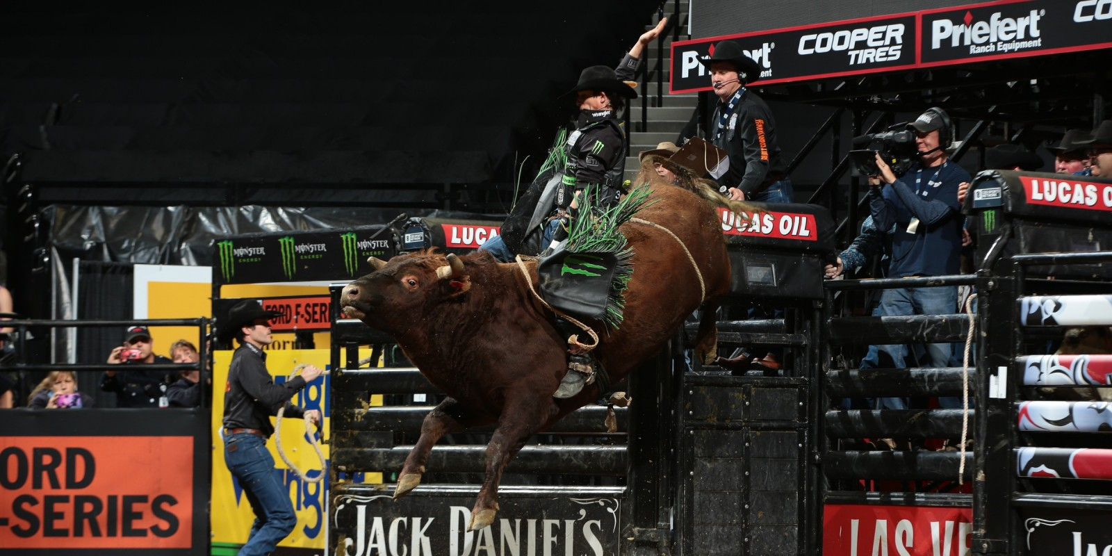 JB Mauney rides Triplett Bucking Bulls's Make You Famous for 83.75 during the first round of the Sacramento Built Ford Tough series PBR