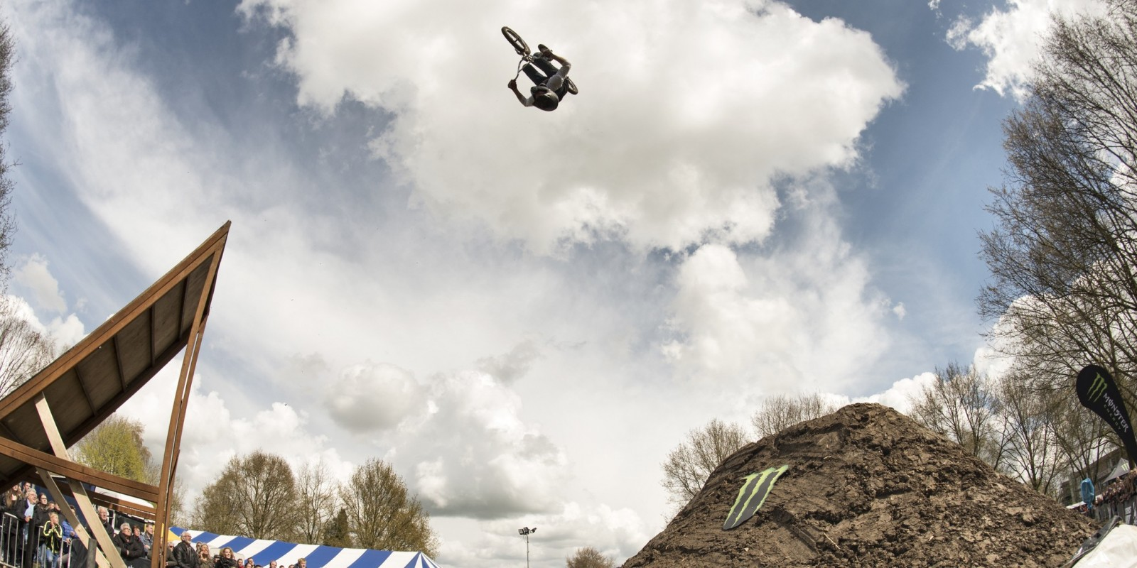 Menno Rouwenhorst with a backflip on home turf during Kingsday Extreme in Wapenveld.
