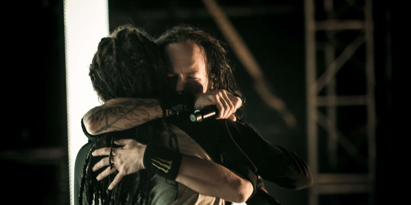 "Jonathan Davis and Brian ""Head"" Welch from Korn reuniting on stage for the first time in years at 2012 Carolina Rebellion"