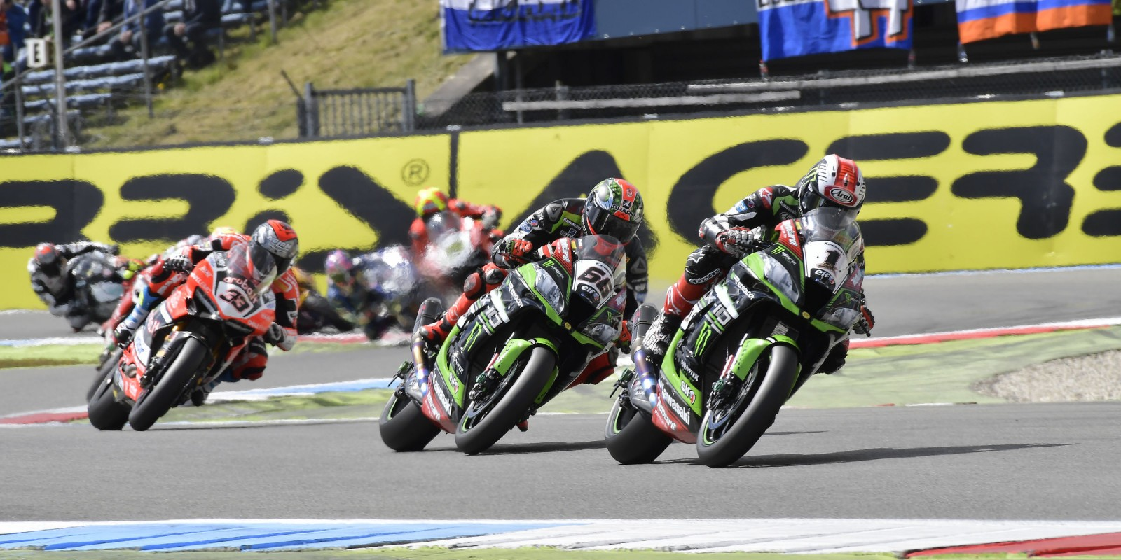 Tom Sykes and Jonathan Rea at the 2017 World Superbike Acerbis Dutch Round