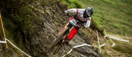 Manon Carpenter at round 4 of the 2016 British Downhill Series in Moelfre.