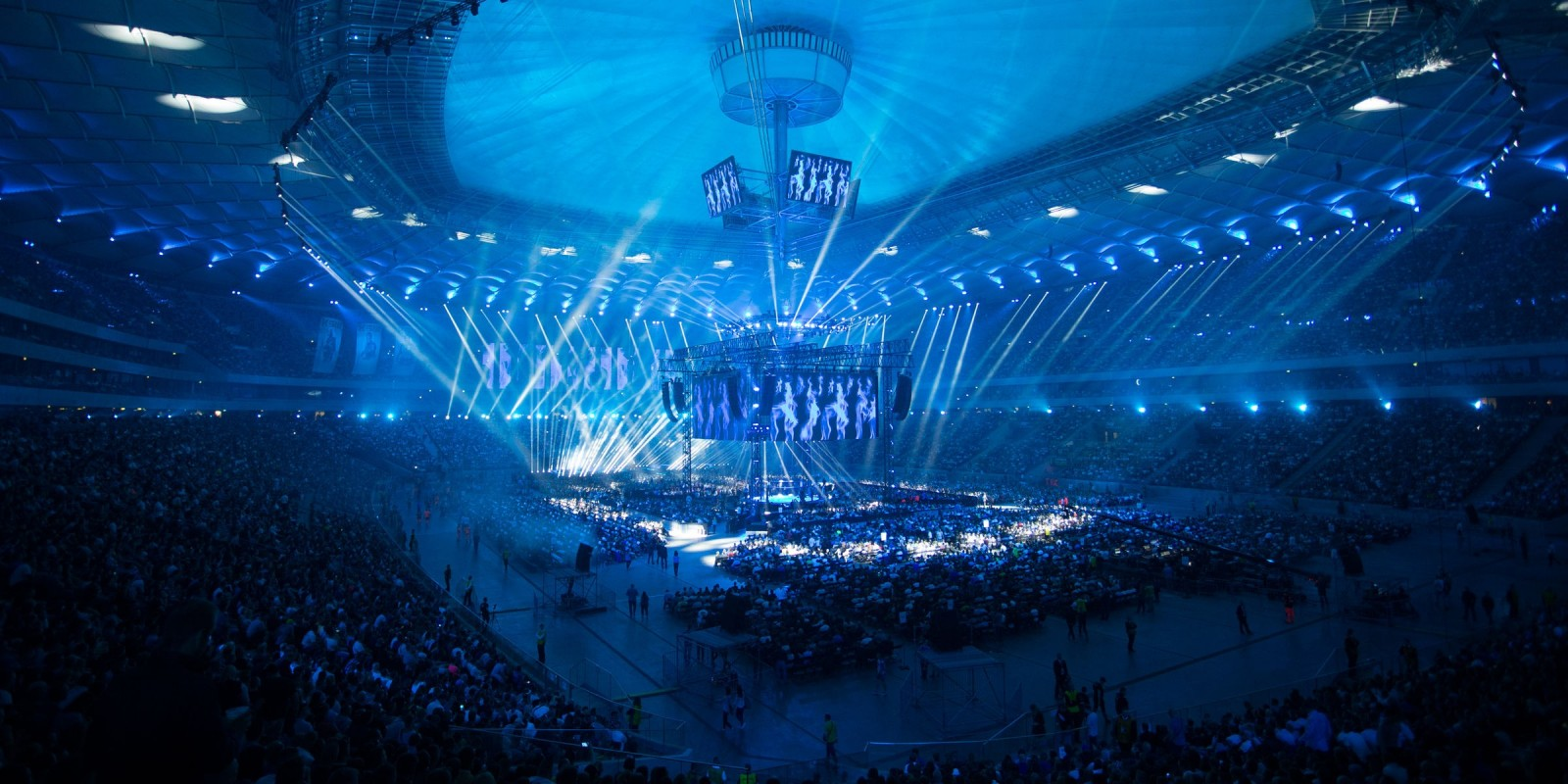 KSW39 Colosseum MMA gala at National Stadium in Warsaw - crowds and the octagon