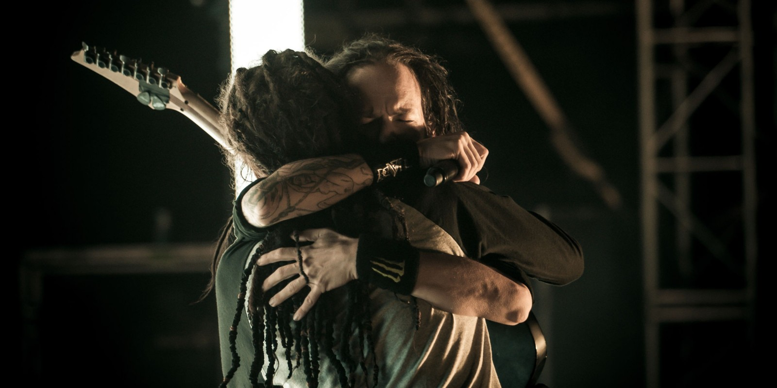 """Jonathan Davis and Brian """"Head"""" Welch from Korn reuniting on stage for the first time in years at 2012 Carolina Rebellion"""