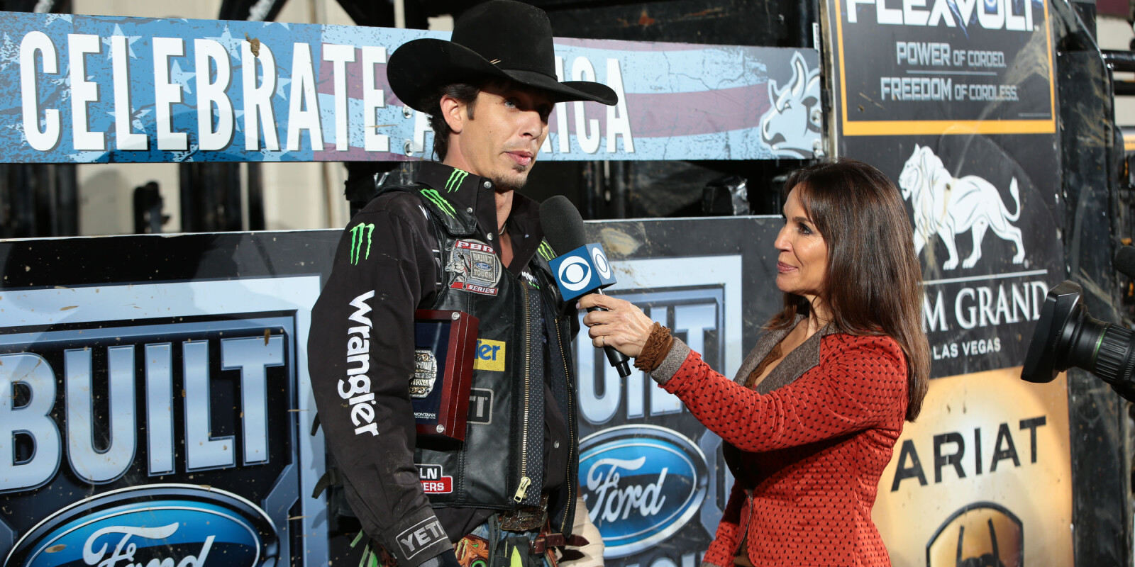 JB Mauney wins the Billings Built Ford Tough series PBR. Photo by Andy Watson