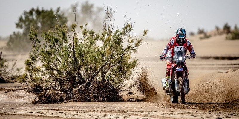 American Ricky Brabec proved to be the fastest as the Morocco Rally arrived at its third stage – the first leg of the two-day marathon stage – which took place from Erfoud and the Lihoudi Erg region. His first career World Champinship stage win, Brabec wa