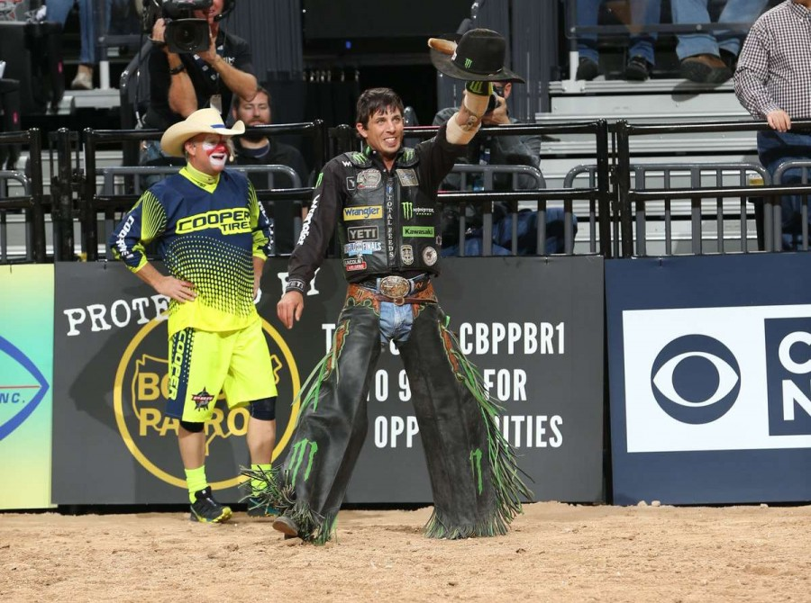 JB Mauney rides Shippy/Tricker's Polar Vortex for 86.75 during the first round of the Built Ford Tough series World Finals