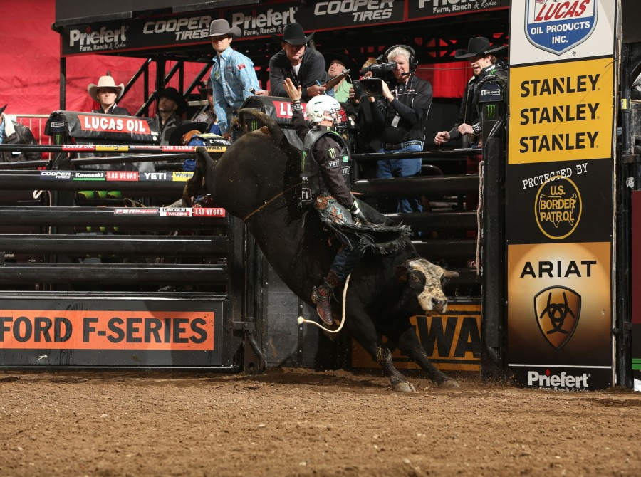 Gage Gay rides Broken Arrow Bucking Bulls's Cut The Cord for 90 during the championship round of the New York City Unleash the Beast PBR.