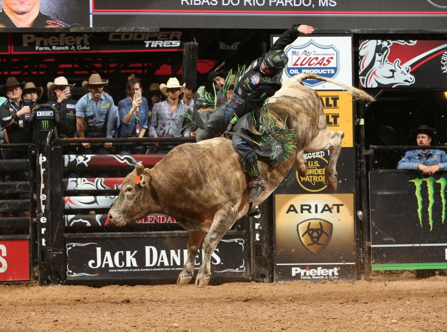 Jose Vitor Leme rides Dakota Rodeo/Chad Berger/Clay Struve/Staci Wilks/N Bar Ranch's More Big Bucks for 87 during the championship round of the Glendale PBR 25th Anniversary Unleash the Beast.