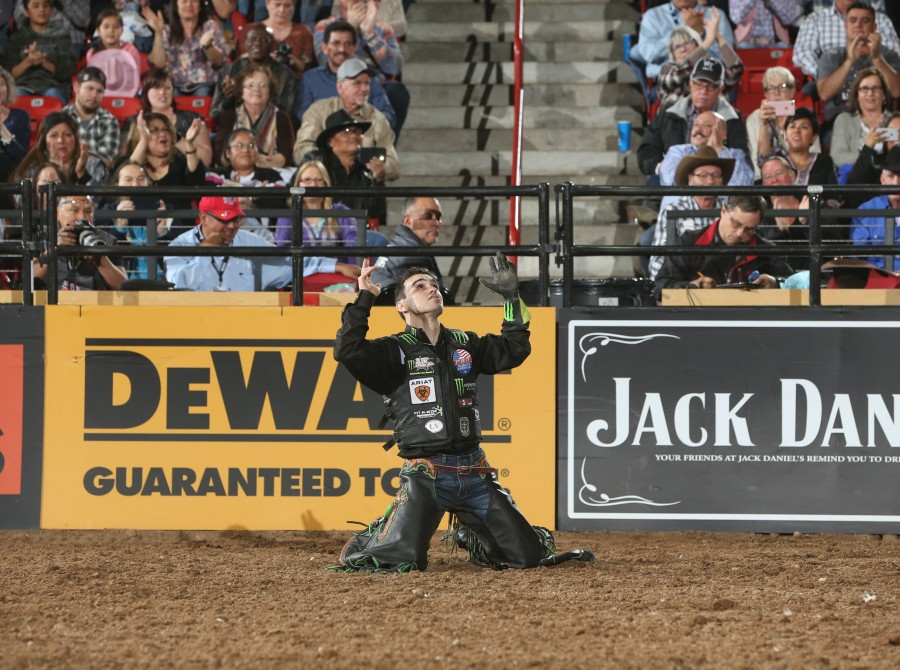 Jose Vitor Leme rides Phenom Genetic/Rothe's Bad Beagle for 91.5 during the championship round of the Albuquerque PBR 25th Anniversary Unleash the Beast.