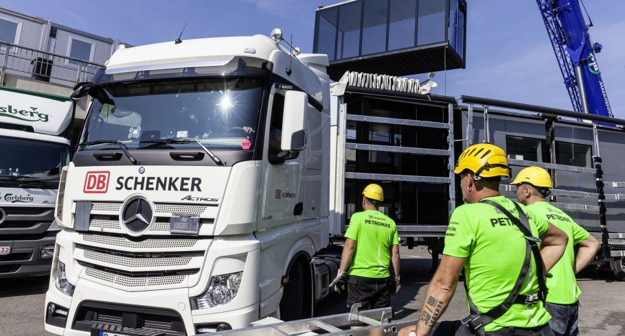 Images of the Mercedes-AMG Petronas Motorsport Team packing up their MH1