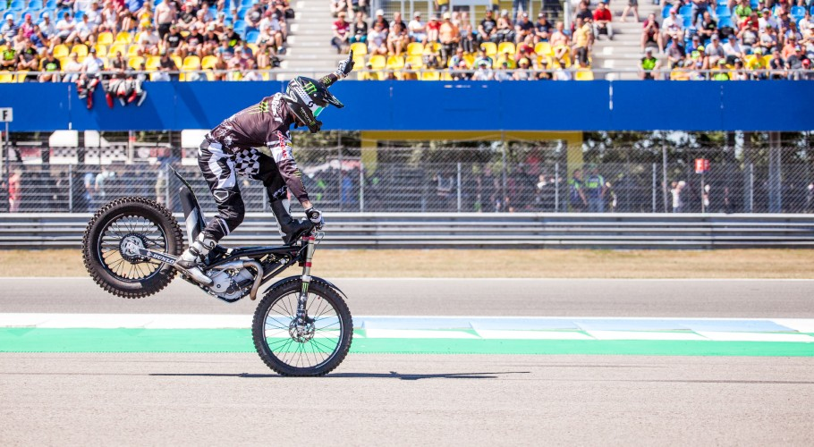 Fred Crosset riding shows at the TT in Assen, NL
