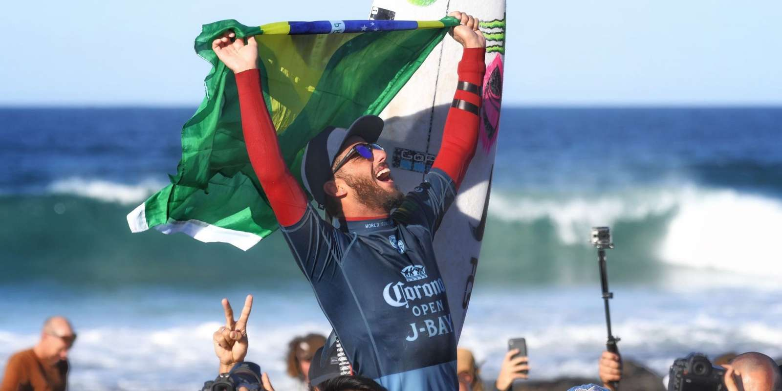 Shots of Felipe Toledo's win at Corona Open J Bay