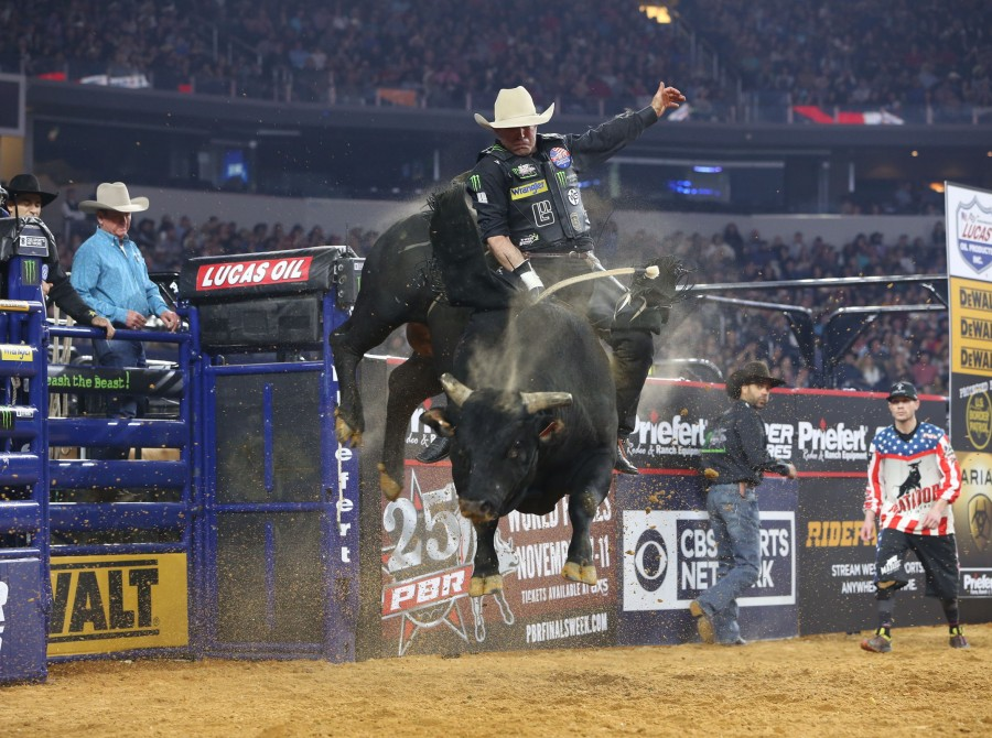Guilherme Marchi attempts to ride Jack and Dot Verbois/D&H Cattle Co.'s Wiz Train during the Arlington Last Cowboy Standing PBR 25th Anniversary Unleash the Beast.