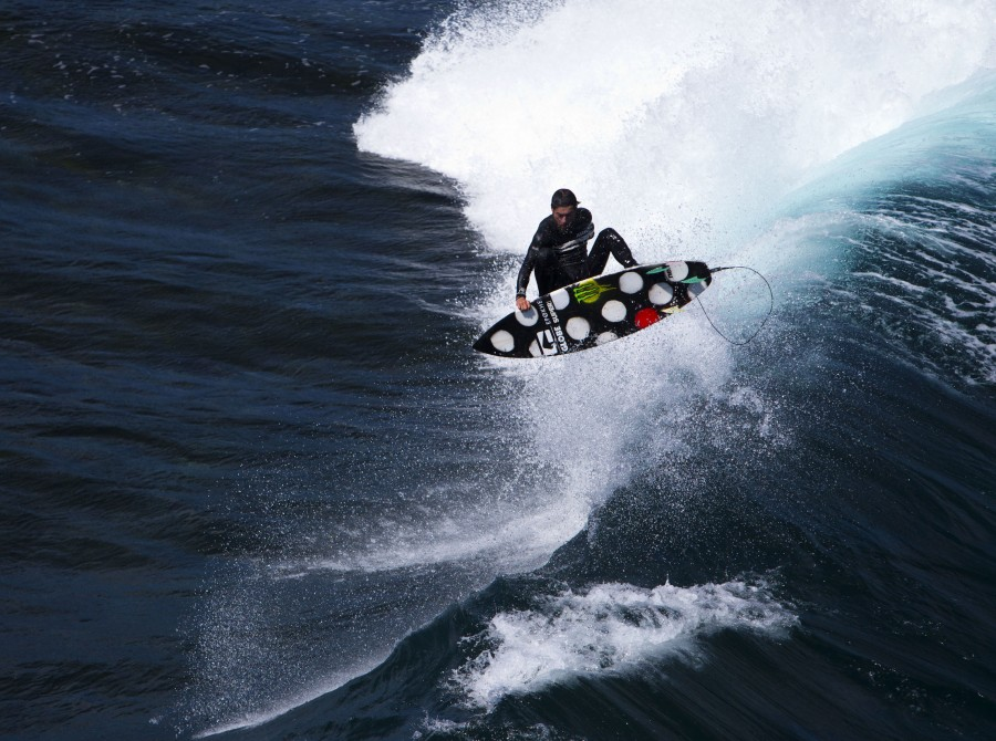 Dion Agius surfing images