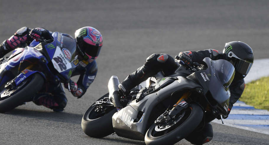 Lewis Hamilton rides a Yamaha R1 Sport in Jerez with Alex Lowes and Michael van der Mark
