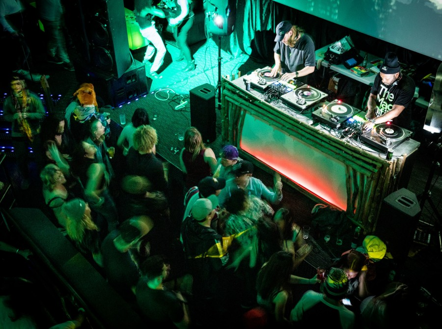 Photos from the recent 7 Inches 45 tour featuring DJ Jazzy Jeff, DJ Scratch, Mat the Alien, DJ Illo & DJ Vinyl Ritchie