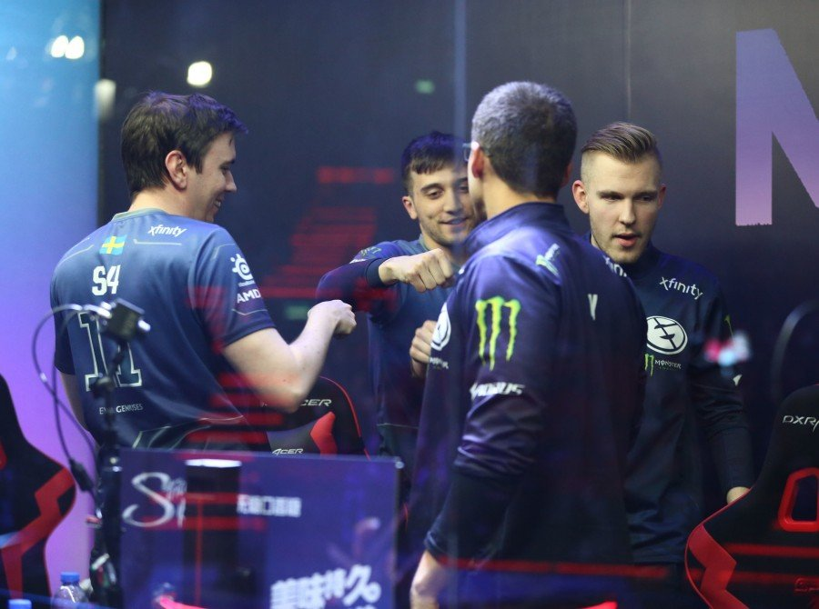 Photos of Evil Geniuses Dota 2 team who finished second place at MDL Dota 2.