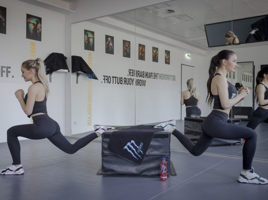 workout pictures from our Hydro ambassadors Stefanie and Julia Baessler, for an online workout story series