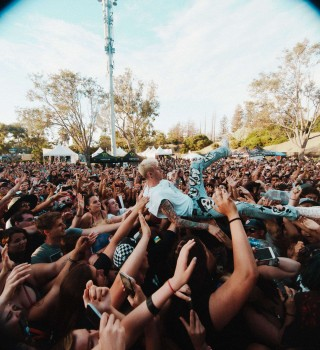DescriptionMachine Gun Kelly images of his surprise performance with Yungblud at Vans Warped Tour 25th Anniversary event Mountain View, CA.  Photo credit: Beth Saravo @baeth