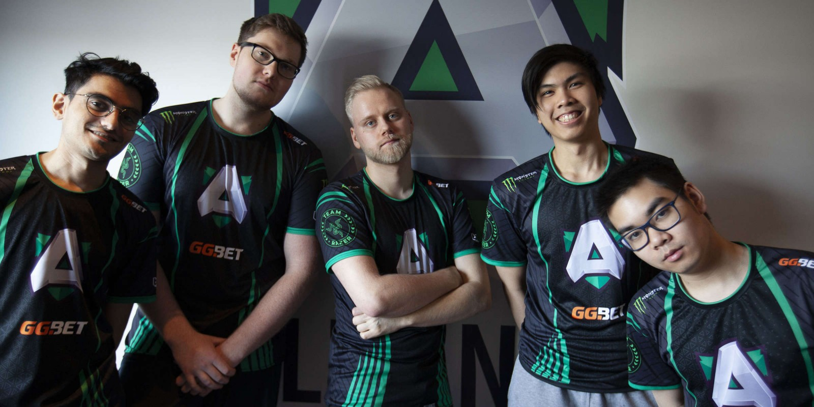 Photo of the Alliance Dota 2 Team and Smash player Armada