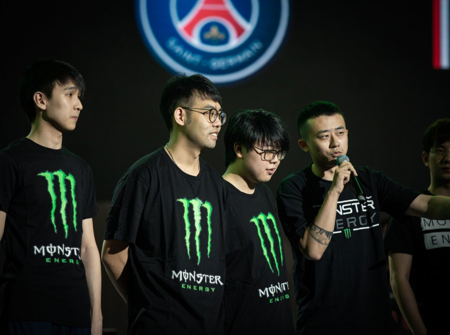 Photos taken of the offline gaming event with PSG.LGD Dota 2 and fans.