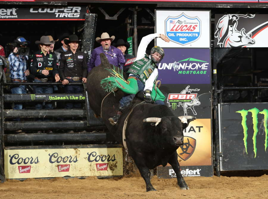 Jess Lockwood wins the Manchester Unleash the Beast PBR