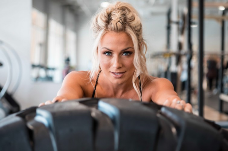 Photo shoot with Dianna Dahlgren for Muscle
