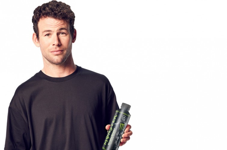 Mark cavendish with new HydroSport bottle