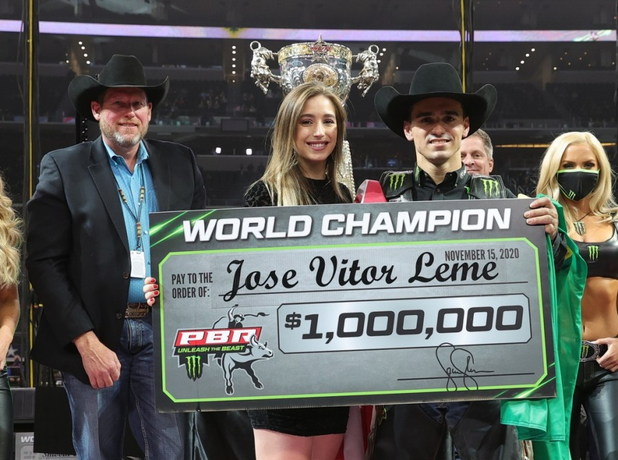 Jose Vitor Leme wins 2020 PBR World Finals.