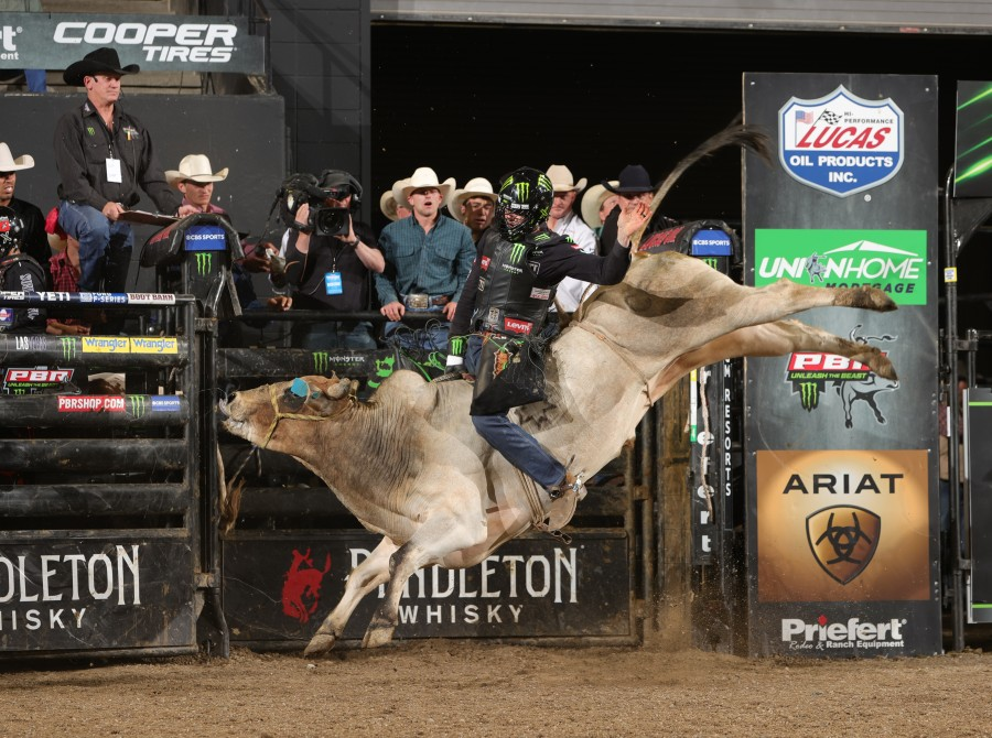 Cody Teel wins the 15/15 Bucking Battle round of the Billings Unleash the Beast PBR. Photo by Andy Watson